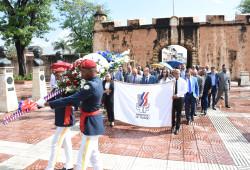 """Ministerio de Trabajo deposita ofrenda floral en """"Altar de la Patria"""""""